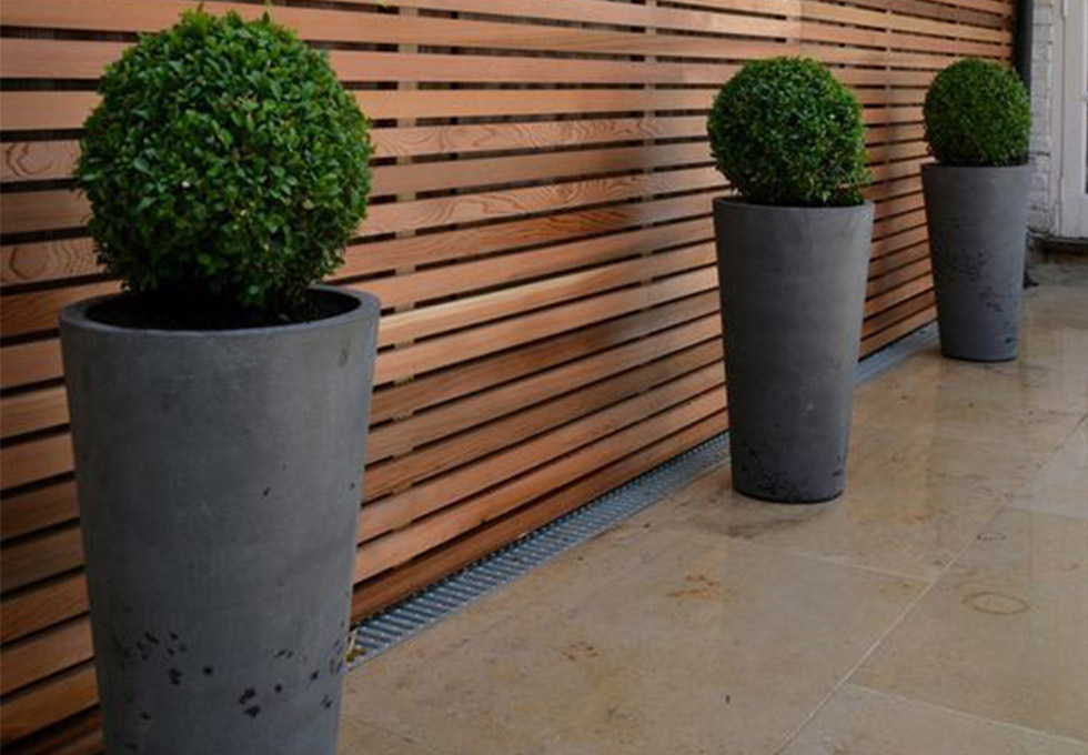 Horizontal timber slatted screen