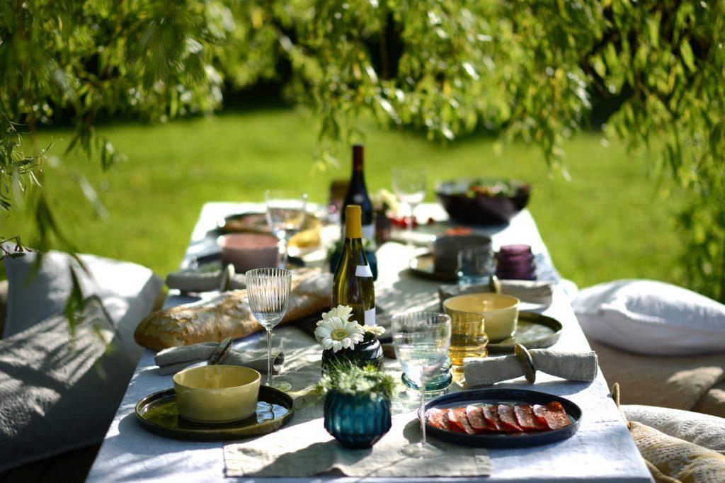 alfresco dining in home garden